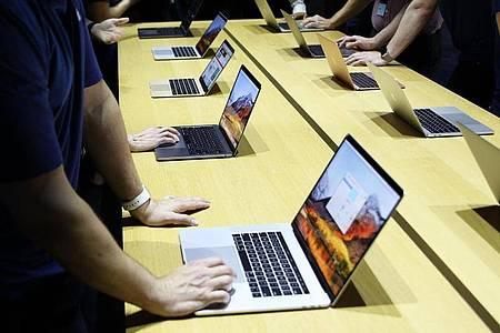 Da die Verbreitung von Macs in den vergangenen Jahren zugenommen hat, rücken sie nun auch häufiger in den Fokus von Angreifern. Foto: Christoph Dernbach/dpa/dpa-tmn