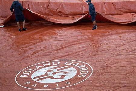 Kälte und Regen bei den French Open. Foto: Benoit Doppagne/BELGA/dpa
