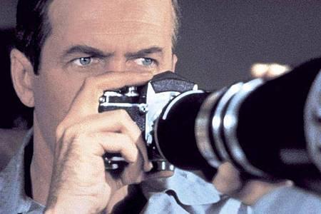 Ist L. B. «Jeff» Jefferies (James Stewart)tatsächlich einem Mord auf die Spur gekommen. Foto: Universal Pictures/dpa