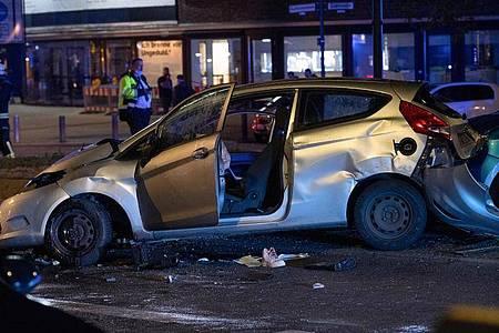 Bei einem schweren Unfall auf dem Berliner Ku`damm wurden zwei Frauen schwer verletzt. Foto: Paul Zinken/dpa
