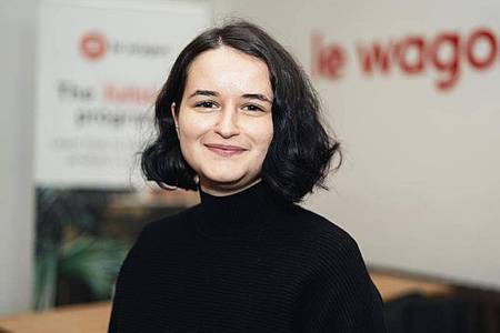 Agathe Badia arbeitet als Junior Developerin bei Honeypot, einer Jobplattform für Entwickler. Foto: Silver Nebula/Le Wagon/dpa-tmn