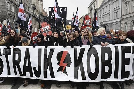 Schon 2018 wurde in Polen das Abtreibungsgesetz verschärft - damals gab es große Protestaktionen. Foto: Alik Keplicz/AP/dpa
