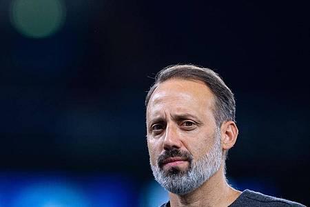 Stuttgarts Trainer Pellegrino Matarazzo hat nach dem Spiel gegen Schalke 04 «gemischte Gefühle». Foto: Guido Kirchner/dpa
