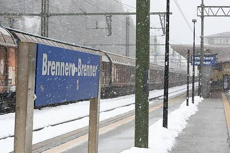 Der Grenzbahnhof Brenner zwischenÖsterreich und Italien ist menschenleer. Foto: Espa Photo Agency/CSM via ZUMA Wire/dpa