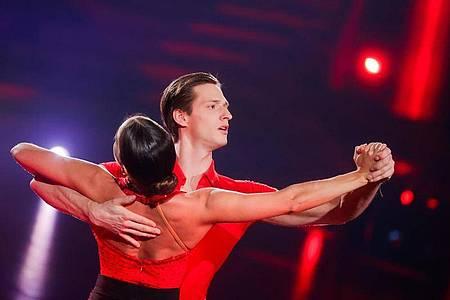 Der Sportler Moritz Hans und die Profitänzerin Renata Lusin haben sich ins Finale der 13. «Let`s Dance»-Staffel getanzt. Foto: Rolf Vennenbernd/dpa