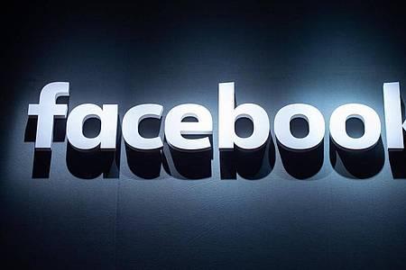 Facebook bringt seine Dating-Funktion nach einer monatelangen Verzögerung wegen Datenschutz-Bedenken nun auch in Europa an den Start. Foto: Christophe Gateau/dpa