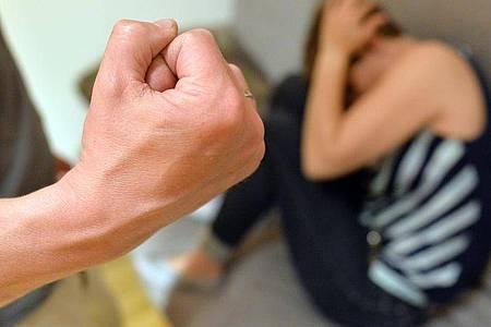 Häusliche Gewalt ist kein neues Phänomen, aber es wächst in der Corona-Krise. Foto: Maurizio Gambarini/dpa