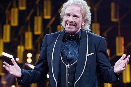 Moderator Thomas Gottschalk spricht im Oktober 2019 während der Verleihung des «Deutschen Comedypreises». Der Entertainer ist dieses Jahr 70 Jahre alt geworden und hat live reingefeiert. Foto: Henning Kaiser/dpa