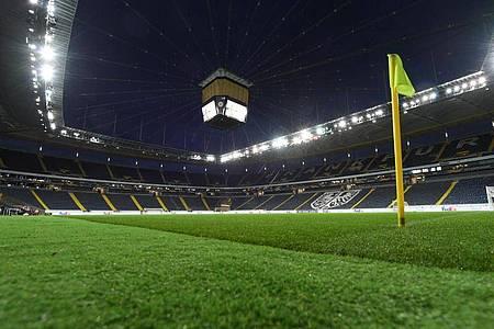 Die Ränge im Frankfurter Stadion bleiben gegen den FCBasel nun doch leer. Foto: Arne Dedert/dpa