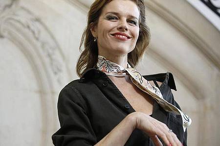 Eva Herzigova kommt mit wenig aus. Foto: Thibault Camus/AP/dpa