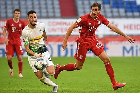 Leon Goretzka (r) wurde beim Spiel gegen Gladbach zum Matchwinner. Foto: Matthias Balk/dpa