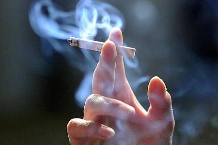 Zunehmend uncool:Nicht einmal sechs Prozent der Jugendlichen rauchen. Foto: Jens Kalaene/zb/dpa