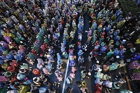 Regierungskritische Demonstranten am Samstag in Bangkok. Foto: Sakchai Lalit/AP/dpa