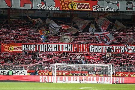 Die Bundesliga-Partie zwischen dem 1. FCUnion und dem FCBayern München findet in der Alten Försterei vor leeren Rängen statt. Foto: Andreas Gora/dpa
