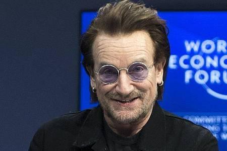 Bono nimmt an einer Veranstaltung auf dem Weltwirtschaftsforum teil. Foto: Laurent Gillieron/KEYSTONE/dpa