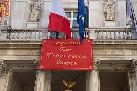 Am Opernhaus La Fenice in Venedig kann wieder vor Publikum gespielt und gesungen werden. Foto: Annette Reuther/dpa