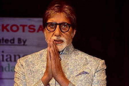 Bollywood-Schauspieler Amitabh Bachchan ist nach 23 Tagen im Krankenhaus wegen seiner Coronavirus-Infektion nun wieder zu Hause. Foto: Azhar Khan/SOPA Images via ZUMA Wire/dpa