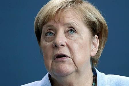 Kanzlerin Merkel will mit denGesundheitsämtern über die Lage und Probleme vor Ort sprechen. Foto: Michael Sohn/AP-Pool/dpa