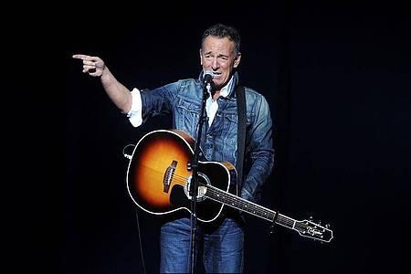 Bruce Springsteen, Rocksänger aus den USA, tritt 2018 beim «Stand Up For Heroes»- Benefizkonzert in New York auf. Foto: Brad Barket/Invision/dpa
