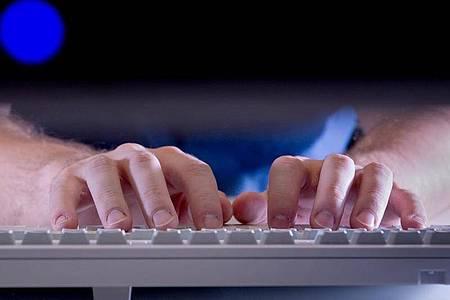 Wer hat sich da beworben? Eine Suchmaschinenabfrage dürfen Personaler aus datenschutzrechtlicher Sicht eigentlich nicht machen. Foto: Franziska Gabbert/dpa-tmn