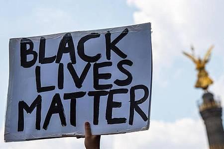 «Black Lives Matter»- Demonstration an der Siegessäule in Berlin. Foto: Christophe Gateau/dpa