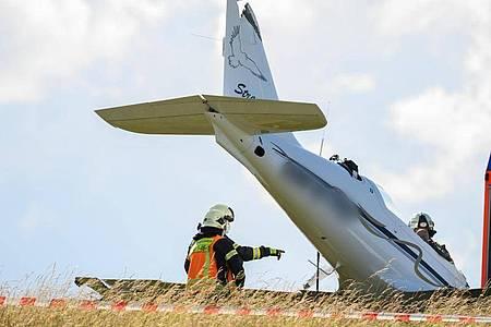 Am Flugplatz im Stadtteil Lützellinden ist am Samstag ein Flugzeug abgestürzt. Foto: Andreas Arnold/dpa
