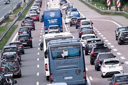 Verkehr auf der Autobahn 8 in Fahrtrichtung München. Foto: Sven Hoppe/dpa