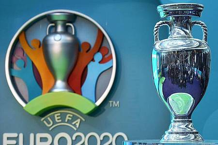 Die Europäische Fußball-Union entscheidet über eine Verlegung der Fußball-Europameisterschaft 2020. Foto: Facundo Arrizabalaga/EPA/dpa