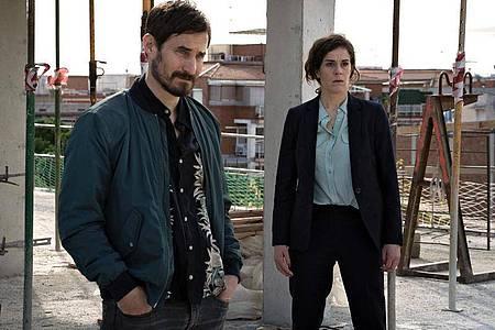 Fina Valent (Anne Schäfer) und Xavi Bonet (Clemens Schick) am Tatort. Foto: Charlotte Jansen/ARD/Degeto/dpa