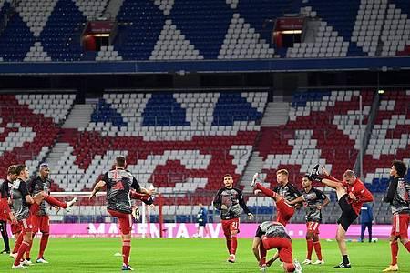 Beim Supercup zwischen Bayern und Dortmund bleiben die Tribünen leer. Foto: Matthias Balk/dpa