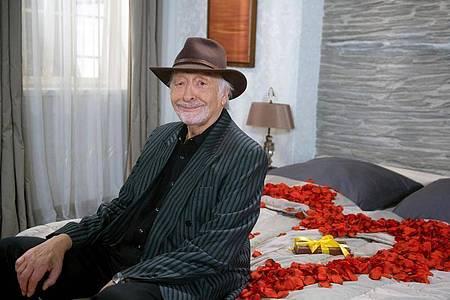 Der Komiker Karl Dall stößt zum «Rote Rosen»-Team. Foto: Nicole Manthey/ARD/dpa