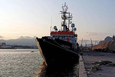 Ein Schiff der Seenotrettung.Symbolbild. Foto: Chris Grodotzki/Sea-Watch/dpa