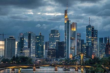 Die Konjunktur in Deutschland wird nach Einschätzung der Volkswirte der privaten Banken infolge der Coronakrise in diesem Jahr massiv einbrechen. Foto: Boris Roessler/dpa