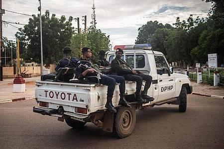 Polizisten in Niamey, der Hauptstadt der Republik Niger. Foto: Arne Immanuel Bänsch/dpa/Archiv