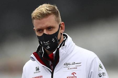 Mick Schumacher wird im Alfa Romeo das freie Training bestreiten. Foto: Matthias Schrader/AP/dpa