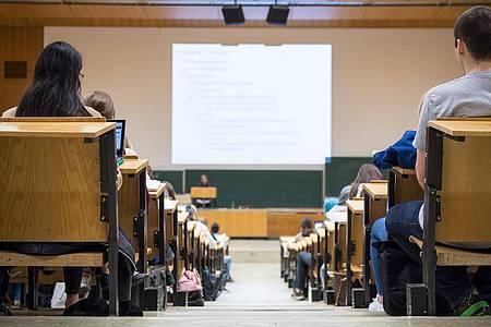 Klappt es mit dem Traum-Studium? Einige Hochschulen verteilen ihre Studienplätze mittels Testverfahren. Foto: Sebastian Gollnow/dpa/dpa-tmn