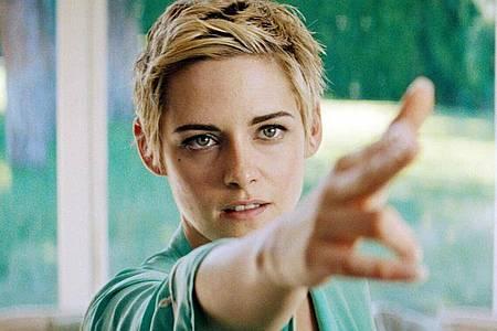 Kristen Stewart spielt die berühmte Darstellerin Jean Seberg, die aufgrund ihres politischen Engagements vom FBI überwacht wurde. Foto: -/PROKINO Filmverleih/dpa