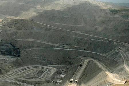 Blick über den riesigen Tagebau Cerrejon in Kolumbien. Der größte Steinkohletagebau Lateinamerikas erstreckt sich im Department La Guajira auf rund 690 Quadratkilometern. Foto: picture alliance / Georg Ismar/dpa