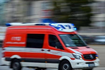Vier Arbeiter sind bei dem Unfall in Denklingen getötet worden, ein weiterer wurde verletzt (Symbol). Foto: Jens Büttner/dpa-Zentralbild/ZB