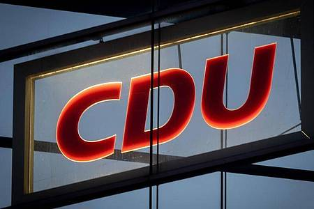 Das CDU-Logo im Konrad-Adenauer-Haus in Berlin. Foto: Kay Nietfeld/dpa