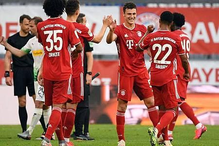 Nach dem Sieg gegen Gladbach wollen die Bayern-Profis den Meistertitel gegen Bremen perfekt machen. Foto: Matthias Balk/dpa
