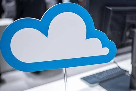 Ab in die Cloud: Wer seine Daten in Onlinespeichern ablegen möchte, tut dies am besten verschlüsselt. Foto: Ole Spata/dpa-tmn