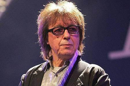 Der britische Musiker Bill Wyman hat sich von über Tausend Andenken aus seiner Zeit mit den Rolling Stones getrennt. Foto: Markus Stuecklin/KEYSTONE/dpa