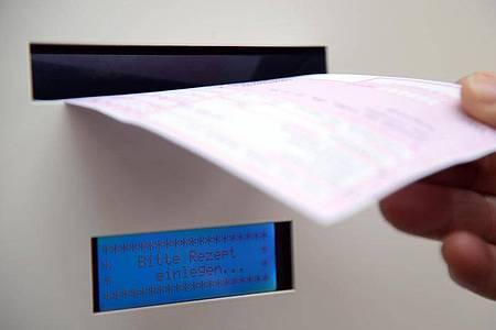 An einer solchen digitalen Sammelstelle werden Rezepte gescannt und direkt an die Apotheke übermittelt. Foto: Harald Tittel/dpa