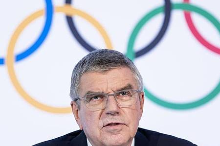 Der internationale Druck auf IOC-Chef Thomas Bach wird immer größer. Foto: Jean-Christophe Bott/KEYSTONE/dpa