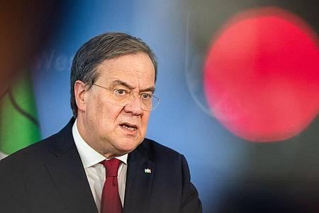 Nordrhein-Westfalens Ministerpräsident Armin Laschet spricht in Düsseldorf. Foto: Marcel Kusch/dpa