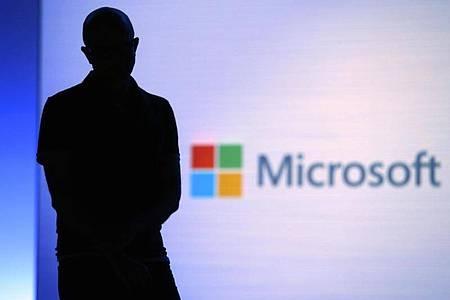 Satya Nadella, Vorstandsvorsitzender von Microsoft, 2018 während seiner Präsentation bei der Entwicklerkonferenz «Build» inSeattle. Foto: Elaine Thompson/AP/dpa