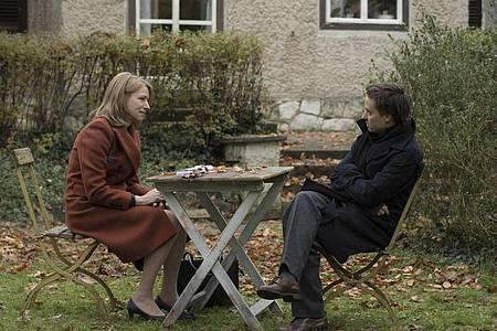 Corinna Harfouch als Lara und Tom Schilling als Sohn Viktor in einer Szene von «Lara». Foto: Studiocanal/dpa