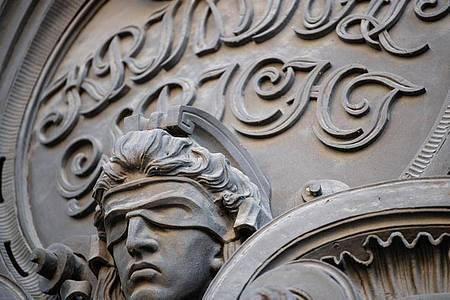Am Berliner Landgericht wird das Urteil im Weizsäcker-Mordprozess erwaret. Foto: Fabian Sommer/dpa