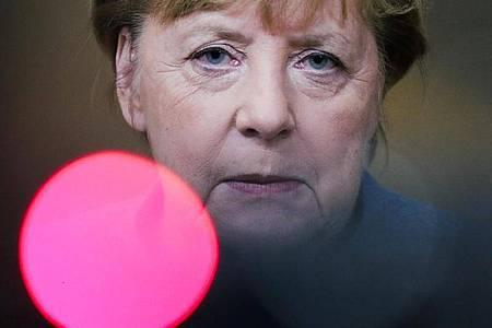 Bundeskanzlerin Angela Merkel Ende vergangener Woche bei einem Gespräch mit Journalisten. Foto: Olivier Hoslet/EPA Pool/AP/dpa